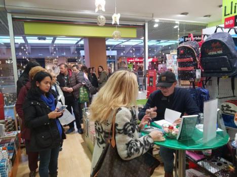 Joaquín Abad repite éxito de ventas con 'Y la luz llegó a Andorra'